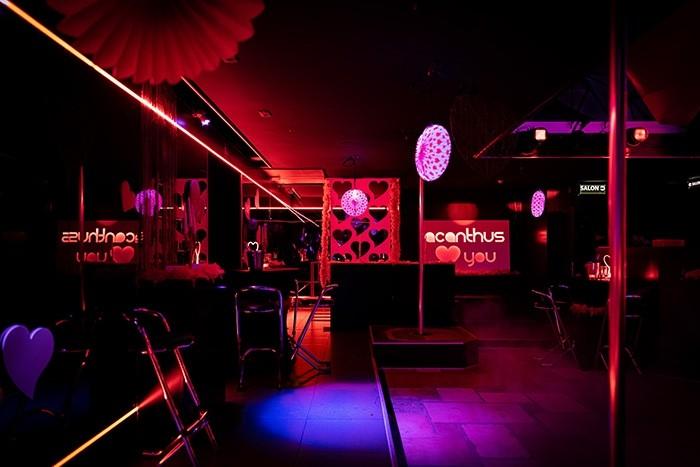Acanthus Lounge